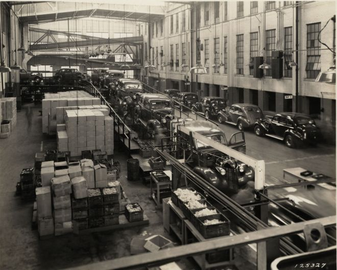 37 Buick Assembly Line0001
